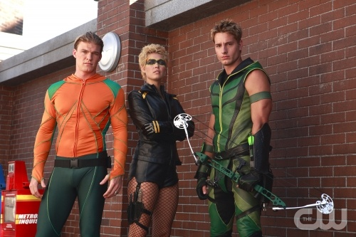 Alan Ritchson as Arthur Curry, Aliana Huffman as Black Canary, Justin Hartley as Green Arrow