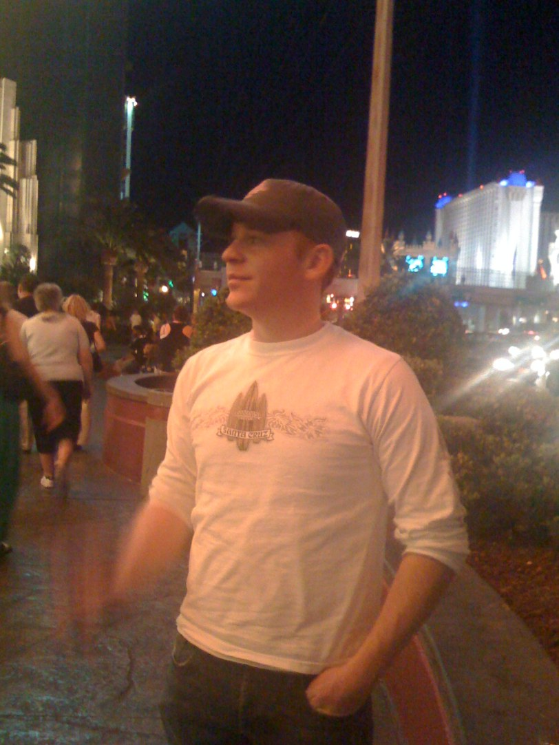 Chris on the Strip ( Photo by Tasithoughts)