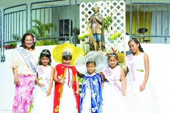 Left to right: Grand Marshall Joyce I. Martratt, Princess Rolani A. Q. Salalila, Fiesta Princess Avianna Grace Quinata San Nicolas, 2009 Princess Elisha Rose, Taijeron, Princess Shaelyn A. Mantanona and Princess Arianna M. C. Pangelinan smile for the camera. (Jonathan Abella/For Southern Weekly)