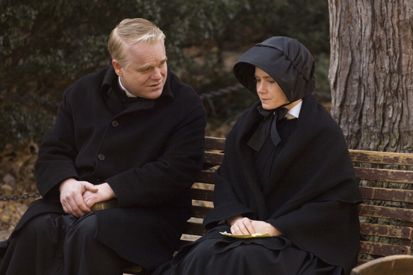 Philip Seymour Hoffman and Amy Adams