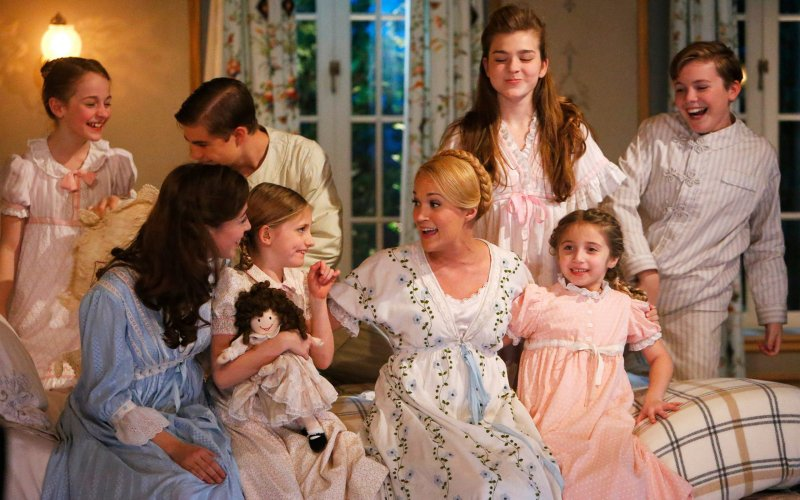Carrie Underwood with the Von Trapp children in Sound of Music Live