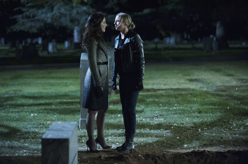 Victoria Grayson (Madeleine Stowe) and Emily Thorne ( Emily VanCamp)  sqaure off in the season finale of Revenge